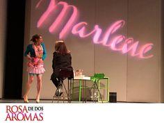 OBRA DE TEATRO, ROSA DE DOS AROMAS. Me encuentro realmente feliz de regresar a escena con esta gran obra, Rosa de Dos Aromas, interpretando a Marlene. Llevar el tema de la infidelidad es complicado, sin embargo, lo hacemos de tal forma que la gente lo disfrute y se ría de un tema tan controversial como éste. Les esperamos todos los sábados y domingos a las 6:00 y 8:15 p.m., en el teatro 11 de Julio. #CynthiaKlitbo.