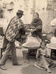 https://flic.kr/p/qx7mDj | FOTOGRAFÍAS DE VALPARAÍSO: TEODORO KUHLMANN (1869 - 1957) | Teodoro Kuhlmann Steffens (1869-1957)  Nació en el año 1869 en Bremen, Alemania. Hijo de Hermann Kuhlmann y Ana Steffens, quienes habían arribado a Valparaíso, directamente a trabajar a la firma Daube & Cia.  Teodoro llegó al puerto después de una estadía en Costa Rica, por influencia de sus padres, a comienzos de la última década del siglo XIX. Figura en los registros de alemanes radicados en Valparaí...