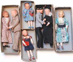 Dollhouse Family, Dollhouse Dolls, Miniature Dolls, Dollhouse Miniatures, 1950s Toys, Doll House People, Antique Dollhouse, Kewpie, Old Dolls