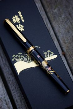 Platinum Maki-e fountain pen. Jinhao Fountain Pen, Fountain Pen Reviews, Stylo Art, Graf Von Faber Castell, Pen Brands, Dog Pen, Luxury Pens, Pen Collection, Calligraphy Pens