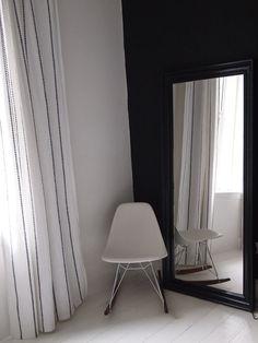 Dark mirror / dark wall