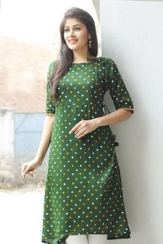 Find out our latest collection of designer ladies kurtis, indian designer kurtis which is the perfect way to look stylish and gorgeous. Salwar Designs, New Kurti Designs, Kurta Designs Women, Designer Kurtis, Designer Dresses, Kurta Patterns, Dress Patterns, Bandhani Dress, Kids Frocks Design