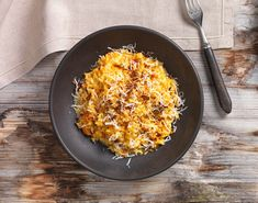 Karottenreis mit Zwiebeln und Speck Macaroni And Cheese, Grains, Rice, Ethnic Recipes, Food, Risotto Recipes, Onions, Browning, Food Food