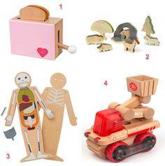 selección de juguetes de madera