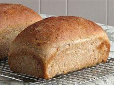 Delectably Mine: Sourdough Sandwich Loaf Sourdough Recipes, Sourdough Bread, Bread Recipes, Cooking Recipes, Pan Bread, Bread Baking, Whole Wheat Sourdough, Sandwich Loaf, Sandwiches