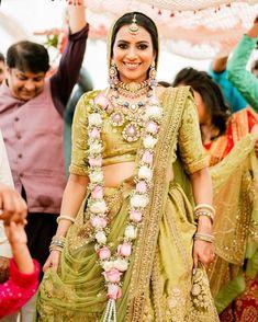 Indian Wedding Bride, Indian Weddings, Bridal Lehenga Collection, Designer Bridal Lehenga, Over The Top, Bridal Looks, Sari, Tops, Fashion