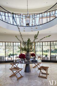 Por dentro das luxuosas mansões de Khloé e Kourtney Kardashian - Vogue | Lifestyle