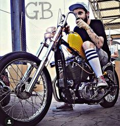 Sportster Chopper, Hd Sportster, Custom Bobber, Custom Bikes, Old School Vans, Bobber Bikes, Japan Fashion, Bike Life, Cool Bikes