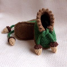 This is a Knitting PATTERN ACORN Baby Booties.