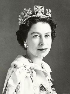 QEII wearing George IV State Diadem