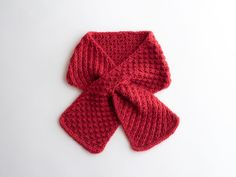 Cherry Pie is a sweet short scarf with star stitch. The scarf has a keyhole. Photo tutorial for star stitch is included in the pattern. Easy and quick knit! Baby Cardigan Knitting Pattern Free, Knitting Patterns Free, Free Knitting, Baby Knitting, Crochet Baby, Crochet Patterns, Free Pattern, Knitting Blogs, Knitting Projects