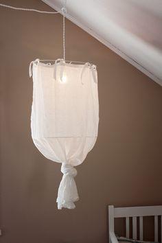 Linn Lampa DIY details Source by aeboli Retro Light Bulbs, Burlap Lampshade, Diy Luminaire, Lighting Concepts, Diy Sofa, Lamp Shades, Cool Lighting, Lamp Light, Decoration