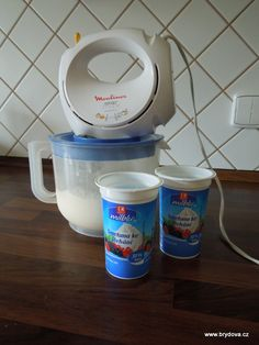 Domácí máslo How To Make Cheese, Food To Make, Homemade Butter, Russian Recipes, Cottage Cheese, Kitchen Hacks, Food And Drink, Milk, Tableware