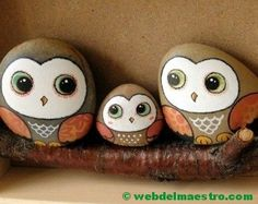 A hand-painted stones painted owl Pebble Painting, Pebble Art, Stone Painting, Painting Art, Stone Crafts, Rock Crafts, Pierre Decorative, Owl Rocks, Rock Painting Designs
