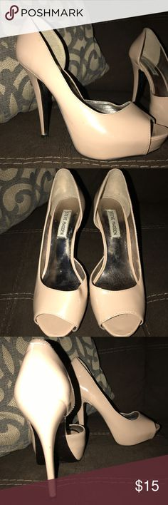 Steve Madden open toed platform pumps nude neutral Steve Madden platform open toed pumps size 8. 5 in heel overall. Beige color. Worn twice overall! Steve Madden Shoes Heels
