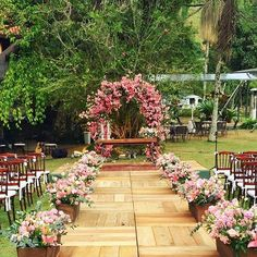 A wedding of dreams! Yesterday we were in Itaipava / RJ to sing the track … - Everything About WEDDiNG Garden Wedding, Diy Wedding, Rustic Wedding, Wedding Ceremony, Wedding Table, Dream Wedding, Outdoor Wedding Venues, Outdoor Ceremony, Wedding Colors