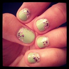 @daniellepistono had green nails with reverse ombre pink glitter