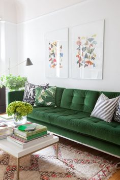 The couch trend for 2017 stylish emerald green sofas apartment green velvet sofa living room green sofa room Living Room Green, Home Living Room, Living Room Designs, Living Room Decor, Apartment Living, Cozy Apartment, Living Area, Living Room Inspiration, Home Decor Inspiration