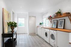 Laundry room Entry Hallway, Kitchen Decor, Room Kitchen, Mudroom, Sweet Home, Home Appliances, Living Room, Interior Design, Inspiration
