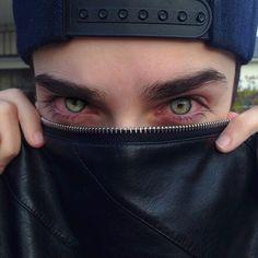 eyes, boy, and green image Pretty Eyes, Beautiful Eyes, Amazing Eyes, Pretty Hair, Catty Noir, Aesthetic Eyes, Tumblr Boys, Red Eyes, Eye Color