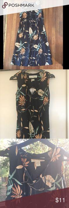 Vintage Tori Richard Honolulu Hawaiian dress Tori Richard Honolulu Hawaiian dress is perfect for a day out at the beach 🌺  size 10. Tori Richard Dresses