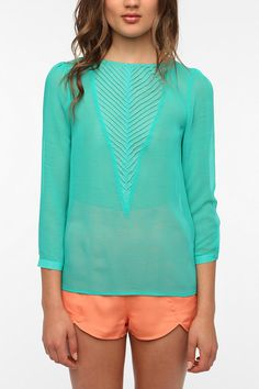 #r29summerstyle | Kimchi Blue V-Inset Crinkle Blouse from UO. $59. #urbanoutfitters