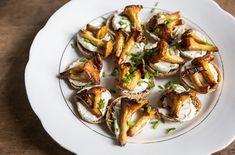 Tapas-herkut syntyvät suomalaisista aineksista #tapas #mushroom #ryebread #kantarelli #ruisnappi Sprouts, Tapas, Vegetables, Food, Essen, Vegetable Recipes, Meals, Yemek, Veggies