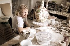 Grayson Perry in his pottery studio (Turner prize winner 2003)www.missemai.blogspot.com