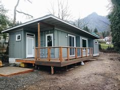 Beautiful Container House in Oregon - Living in a Container Shipping Container Cabin, Cargo Container Homes, Building A Container Home, Container Buildings, Container House Plans, Shipping Containers, Container House Price, Container Architecture, Container Design