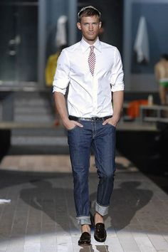 See the complete Dsquared2 Spring 2007 Menswear collection.