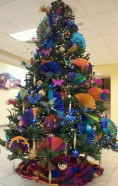 christmas tree with fans www.tablescapesbydesign.com https://www.facebook.com/pages/Tablescapes-By-Design/129811416695