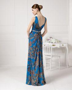 9U293 vestido y chal de fiesta en gasa seda estampada y pedreria.