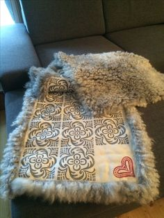 Sheep Farm, Sheepskin Rug, Blankets, Crafty, Rugs, How To Make, Leather, Diy, Inspiration