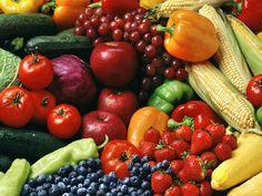 Il Cibo nella mia vita ha un ruolo importante....  sono una persona molto salutarista e ci tengo che il cibo sia di qualità e soprattutto biologico... non a caso ho preferito inserire una foto fatta nel mercato rionale dove acquisto frutta e verdura dal mio fruttivendolo di fiducia.