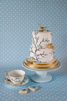 tea cup inspired cake - Summer Bees photographed by J Clitheroe Photography