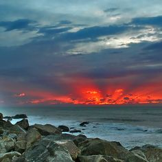 """""""It is almost impossible to watch a sunset and not dream.""""  -Bern Williams"""