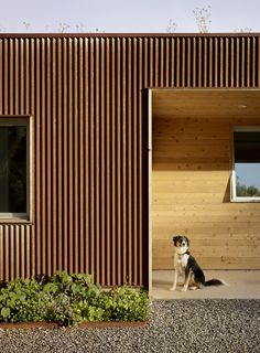 Cloverdale Residence by Turnbull Griffin Haesloop Architects. Browse inspirational photos of modern homes. From midcentury modern to prefab housing and renovations, these stylish spaces suit every taste. Steel Cladding, Timber Cladding, Wall Cladding, Cladding Ideas, Corrugated Wall, Corrugated Roofing, Metal Wall Panel, Metal Panels, Metal Siding