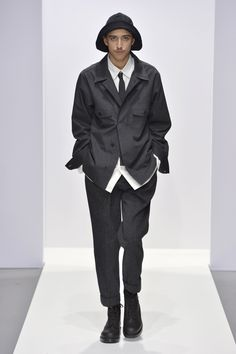 Photo from the Fall Winter 2020 Ready-to-wear collection by Margaret Howell. Margaret Howell, Fall Winter, Autumn, Print Magazine, Ready To Wear, Menswear, How To Wear, Clothes, Collection