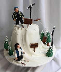 A Skiing cake, with chairlift! This cake is n-ice-ly decorated (bwahahaha)