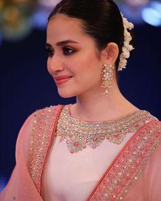 Stylish Dress Designs, Stylish Dresses, Pakistani Girl, Pakistani Designers, Beautiful Girl Image, Beautiful Women, I Love Girls, Celebs, Celebrities