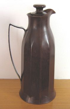 Thermos vintage jug flask, in dark brown Bakelite (c.1930s) (SOLD Nov. 2012) - www.vanishederas.com