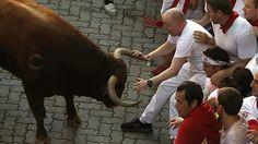 Primer encierro de San Fermín: Los toros respetan las «fiestas de guardar»