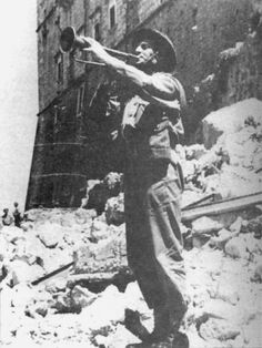 Polish bugler Master Corporal Emil Czech playing the Hejnał mariacki, announcing the victory at Monte Cassino, Italy, 18 May 1944 (Polish Institute and Sikorski Museum) Battle Of Monte Cassino, Poland History, Italian Campaign, Army Infantry, Lest We Forget, Sicily Italy, North Africa, World War Two, Wwii