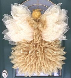 deco mesh wreaths Beautiful Angel Wreath Tutorial by A Noble Touch! This video tutorial will walk you through putting together a 29 Angel wreath, once finished using conventional Christmas Wreaths To Make, Diy Christmas Ornaments, How To Make Wreaths, Christmas Angels, Christmas Decorations, Christmas Ideas, Christmas Tree, Holiday Crafts, Burlap Christmas