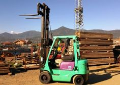 Carrello elevatore diesel MITSUBISHI FD 15 – Diesel forklift MITSUBISHI FD 15  Anno/Year: 2000 Ore/Hours: 4.410 Motore/Engine: MITSUBISHI S4Q – 4 Cilindri/Cylinders Portale/Mast type: DUPLEX TRASLATORE/SIDE SHIFT Carico sollevabile/Lifting capacity: 1.500 kg. Altezza massima di sollevamento/Lifting height: 3.000 mm. Lunghezza forche/Fork length: 900 mm Gomme piene Superelastiche/Superelastic wheels Peso/Weight: 2.550 kg.  Dimensioni/Dimensions: 2.300x1.005x2.005 mm.