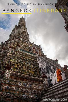Heading for Bangkok? Check out this itinerary on what to do and see in Bangkok!