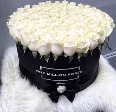 flowers and rose image Beautiful Rose Flowers, Beautiful Flower Arrangements, Amazing Flowers, Floral Arrangements, Beautiful Flowers, Flower Box Gift, Flower Boxes, My Flower, Million Roses