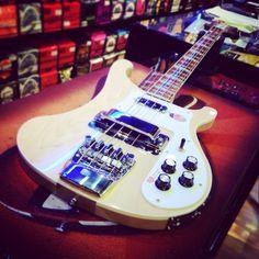 Rickenbacker 4003 Mapleglo SOLD! Bye bye #rickenbacker #4003 #mapleglo #bassguitar #bassporn #bassline #bassoelettrico #rick #maple