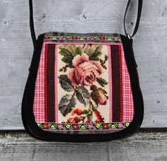 Cute rose bag, love the vintage embroidery!