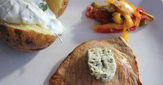 Zitronenkalbsschnitzelchen, Backkartoffeln mit Dip und Ofengemüse, schnell, einfach und lecker. Für Figurbewusste und Feinschmecker. Und hier ist das Rezept http://wolkenfeeskuechenwerkstatt.blogspot.com/2012/08/zitronenkalbsschnitzelchen.html